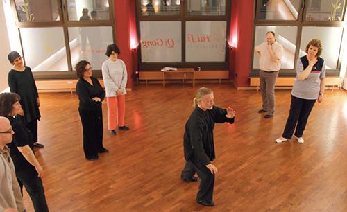 Andreas W Friedrich beim Tai Ji-Unterricht im DAO (Tai Chi Chuan, Taijiquan, Tai Chi, Tai Ji Quan & Qi Gong)